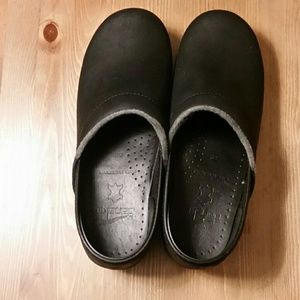 Dansko Black Leather Clogs Size 38